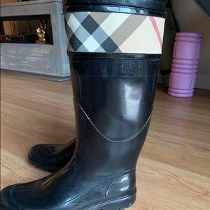 Burberry rain boots Size 8 (38)